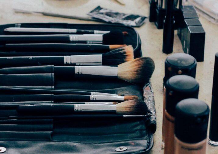 makeup_cosmetics_brushes_lipstick_111626_1280x720 (1)